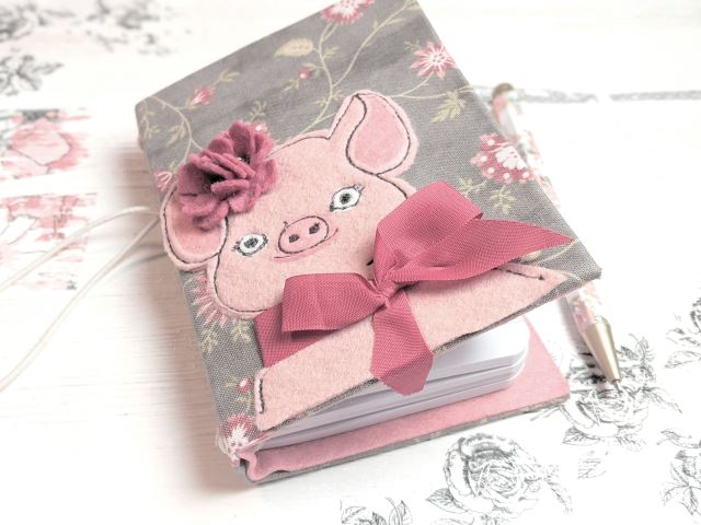 baby_pig_notebook_benzie_felt
