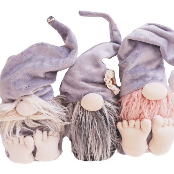 3 gnomes with feet